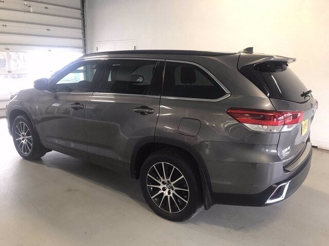 Used 2017 Toyota Highlander SE with VIN 5TDJZRFH3HS447992 for sale in Two Harbors, Minnesota